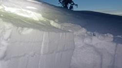 Lumen rakenteen analysointi kuoppia kaivamalla ei kuulu Ilmatieteenlaitoksen vyöryennusteen tekoon. Kuva: Antti Laiho