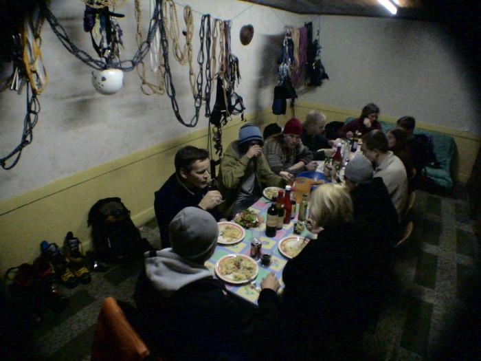 la-grave-kuttulan-poikakodin-ruokailu-1